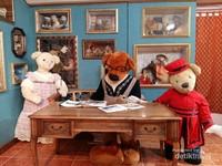Memasuki ruangan kita akan disambut keluarga beruang