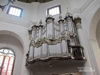Instrumen Orgel peninggalan Belanda yang bisa ditemui di dalam gereja Blenduk