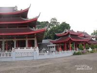 Belum ke Semarang rasanya jika tidak singgah di Klenteng Sam Poo Kong