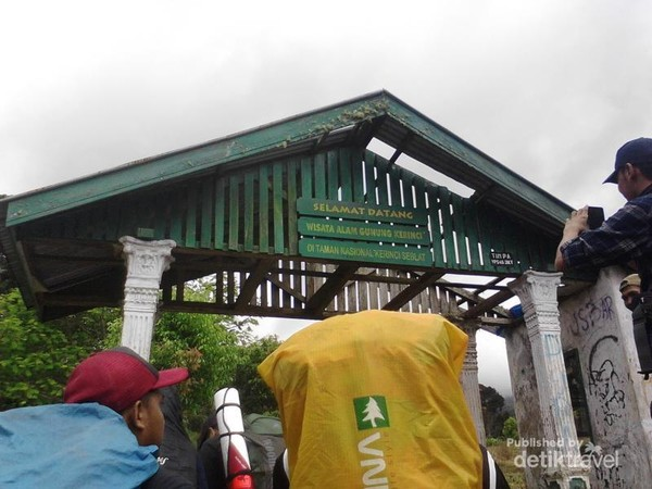 Pos Pintu Rimba, gerbang masuk menuju belantara Gunung Kerinci.