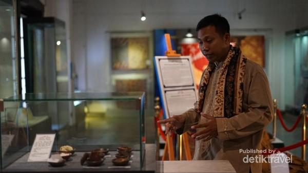 Pemandu museum yang profesional, ramah, dan pemahaman yang memadahi tengan sabor akan memandu perjalanan Kita.