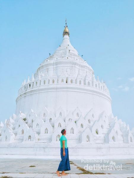 Mya Thein Dan Pagoda, merupakan pagoda terbesar yang terdapat di sebelah utara Myanmar
