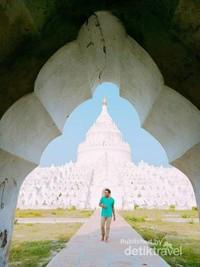 Sisi lain dari Mya Thein dan pagoda dari kejauhan tetap terlihat menawan