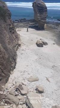 Pantai Batu Payung di Lombok Tengah