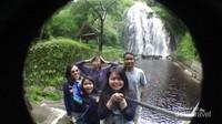 Bersama teman-teman menikmati keindahan Air Terjun Efrata