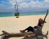 Bersiap untuk bersahabat dengan matahari yang sangat terik. Matahari di Pulau Madura bisa dengan sukses membuat kulitmu gosong meski sudah berbalur sunblock dengan SPF tinggi.