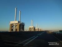 Konstruksi deltawerken yang lengkap dengan jalan raya menghubungkan Zeeland dengan wilayah lain