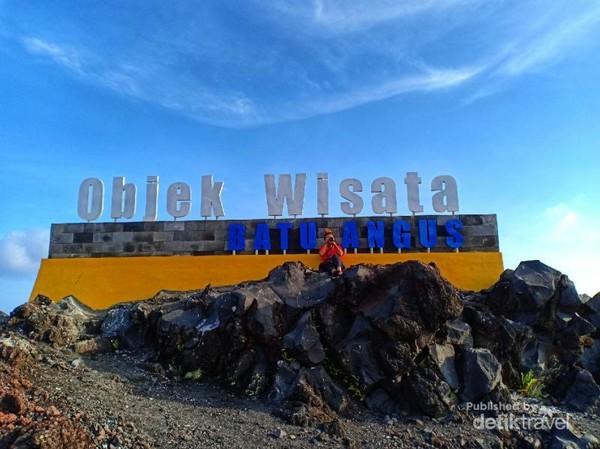 Selamat datang di objek wisata Batu Angus