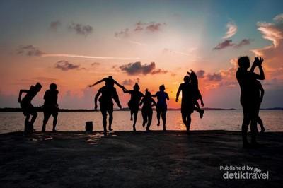 Senja Istimewa di Pulau Benan