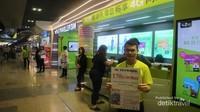 Kita bisa membeli sim card Thailand, agar komunikasi dengan keluarga di tanah air tetap lancar.
