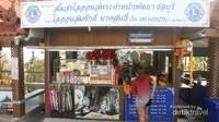 Tersedia souvenir shop yang menyediakan aneka souvenir, snack, minuman dan perlengkapan peribadatan.
