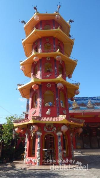 Pagoda yang terdapat di kelenteng.