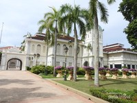 Bangunan utama Galeri Sultan Azlan Shah yang merupakan bekas istana raja atau disebut Istana Hulu