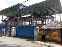 Bangunan Istana Kenangan yang sedang direnovasi untuk mengganti kayu yang lapuk