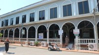 Rumah makan ini juga bersebelahan dengan masjid yang cukup besar dan nyaman