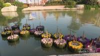 Pengunjung juga bisa mengikuti festival Loy Krathong, yang lazimnya baru diadakan sekitar bulan November.