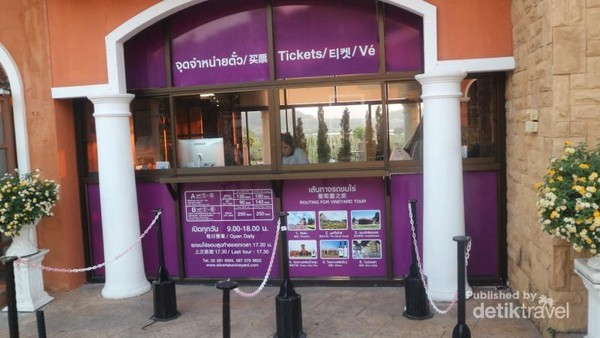 Jika ingin berkeliling kawasan perkebunan dan pabrik pengolahan anggur,pengunjung harus membayar tiket mulai dari 150 Baht.
