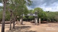 Gerbang selamat datang di Taman Nasional Komodo.
