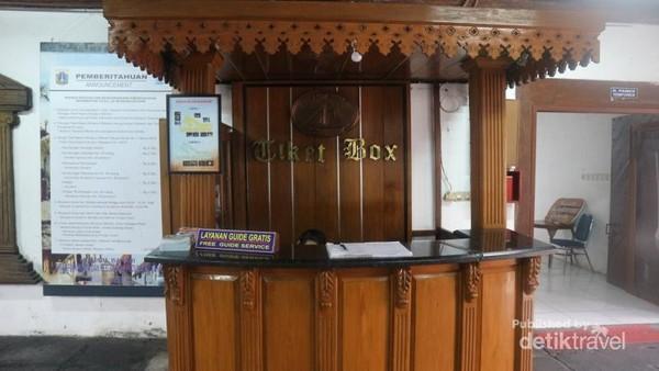 Untuk memasuki Museum Bahari dikenakan tiket masuk sebesar Rp 5.000