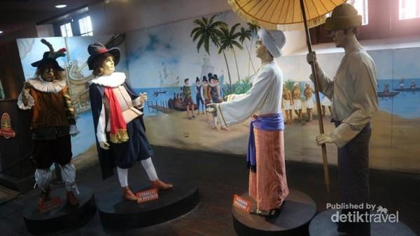 Ruang diorama yang menunjukkan interaksi antara bangsa asing dengan pribumi pada zaman dahulu