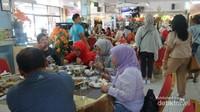 wisatawan Muslim yang sedang bersantap