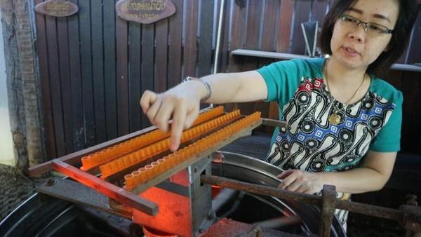 Alat yang digunakan untuk memproduksi propolis