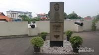Tugu prasasti yang ditandatangai Gubernur Ali Sadikin pada tahun 1977 sebagai penanda titik nol kilometer Jakarta