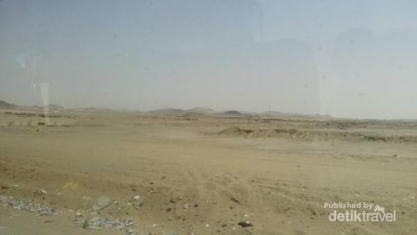 Pemandangan khas negara Arab Saudi, gurun pasir.