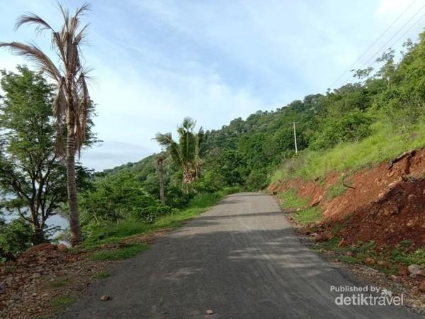 Warga pulau kini bisa naik kendaraan motor keliling Pulau Pura