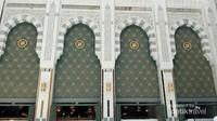 Pintu yang megah ini terdapat di sisi kanan Masjidil Haram. Pintu ini nampak besar dan mewah.