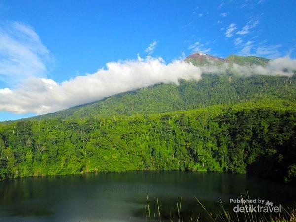 danau tolire  gunung gamalama