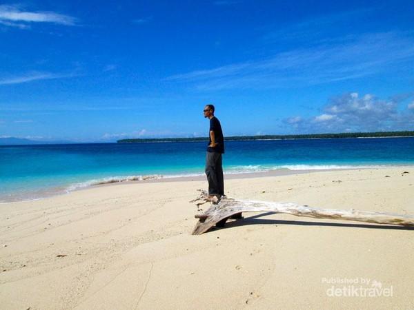 pantai pulau meti
