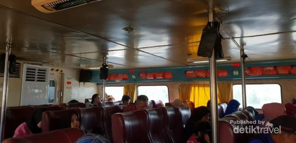 Suasana di dalam ferry tujuan Tanjung Balai-Port Klang, Malaysia