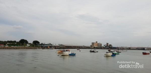 Pemandangan di Pelabuhan Klang, Malaysia