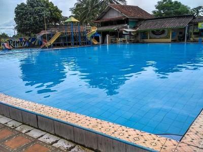 Berenang di Mata Air Cikoromoy Pandeglang, Segar!