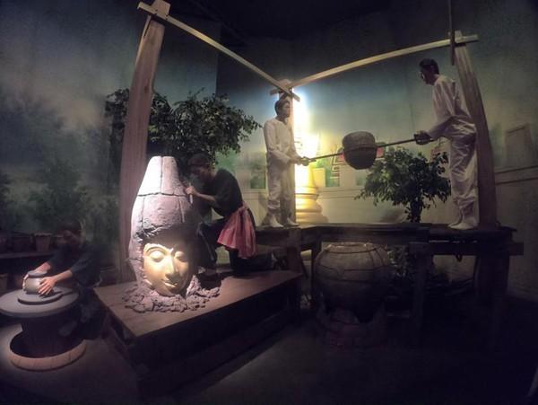 Pembuatan patung dari emas secara tradisional