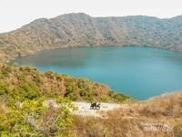 Dahulunya Pulau Satonda adalah gunung berapi