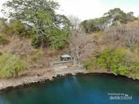 Keunikan dari Danau Satonda adalah airnya yang terasa asin layaknya air laut