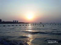 sunset di pantai pattaya