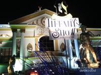 Salah satu tempat pertunjukan kabaret terkenal asli thailand