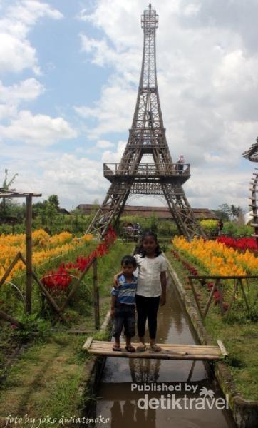 Menara Eifell KW . Menara ini berada di wisata selfie Papringan Desa Sawangan Magelang