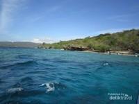 Air yang biru dan jernih di Pulau Menjangan