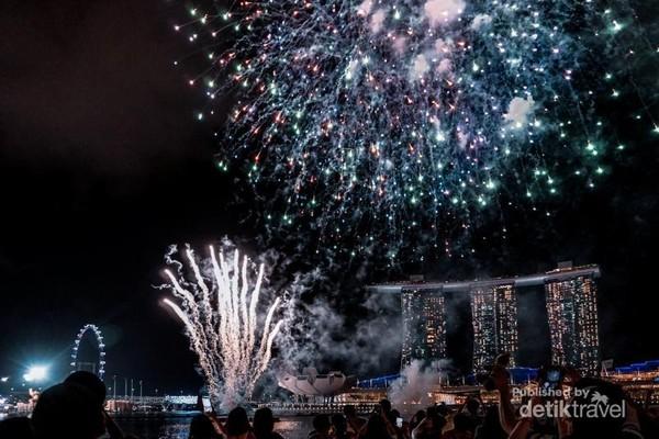 Meriahnya Singapura di Malam Hari