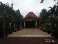 Dharmasala dan gedung aula Sasono Bhakti