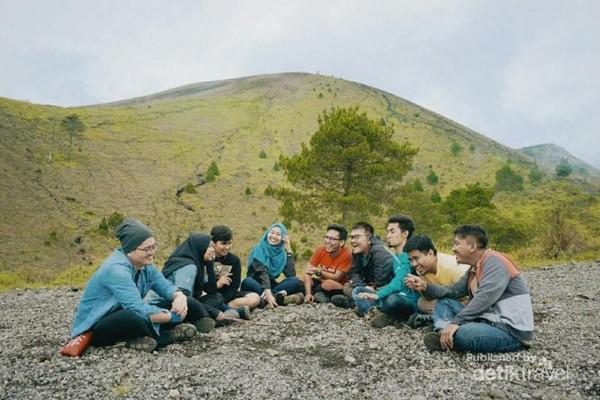 Teman-teman seperjalanan yang berhasil menuju Gunung Guntur