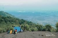 Suasana perkemahan di pos 3 Gunung Guntur