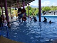 kolam anak bermandian