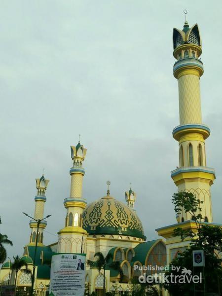Menara di Masjid Hubbul Wathan
