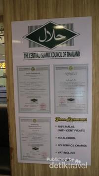Restoran ini telah mendapat sertifikat halal dari Majelis Ulama Thailand
