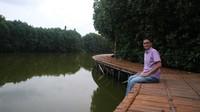 Tersedia juga jalur trekking untuk menyusuri area hutan mangrove.